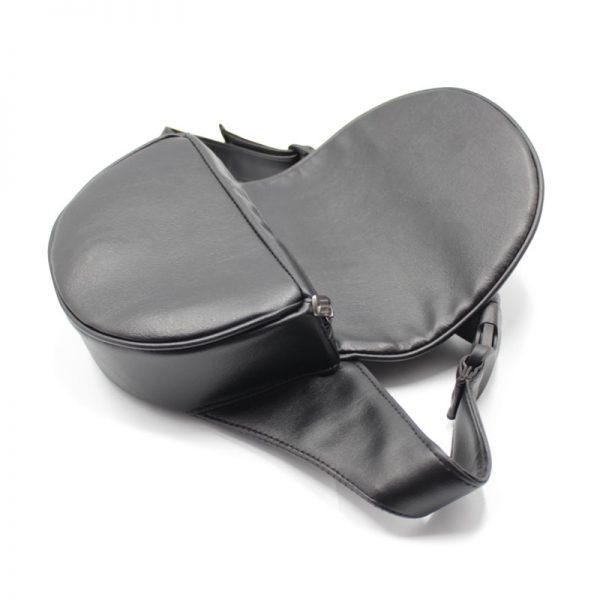 сумка поясная экокожа плотная кофр с клапаном чёрная внутри